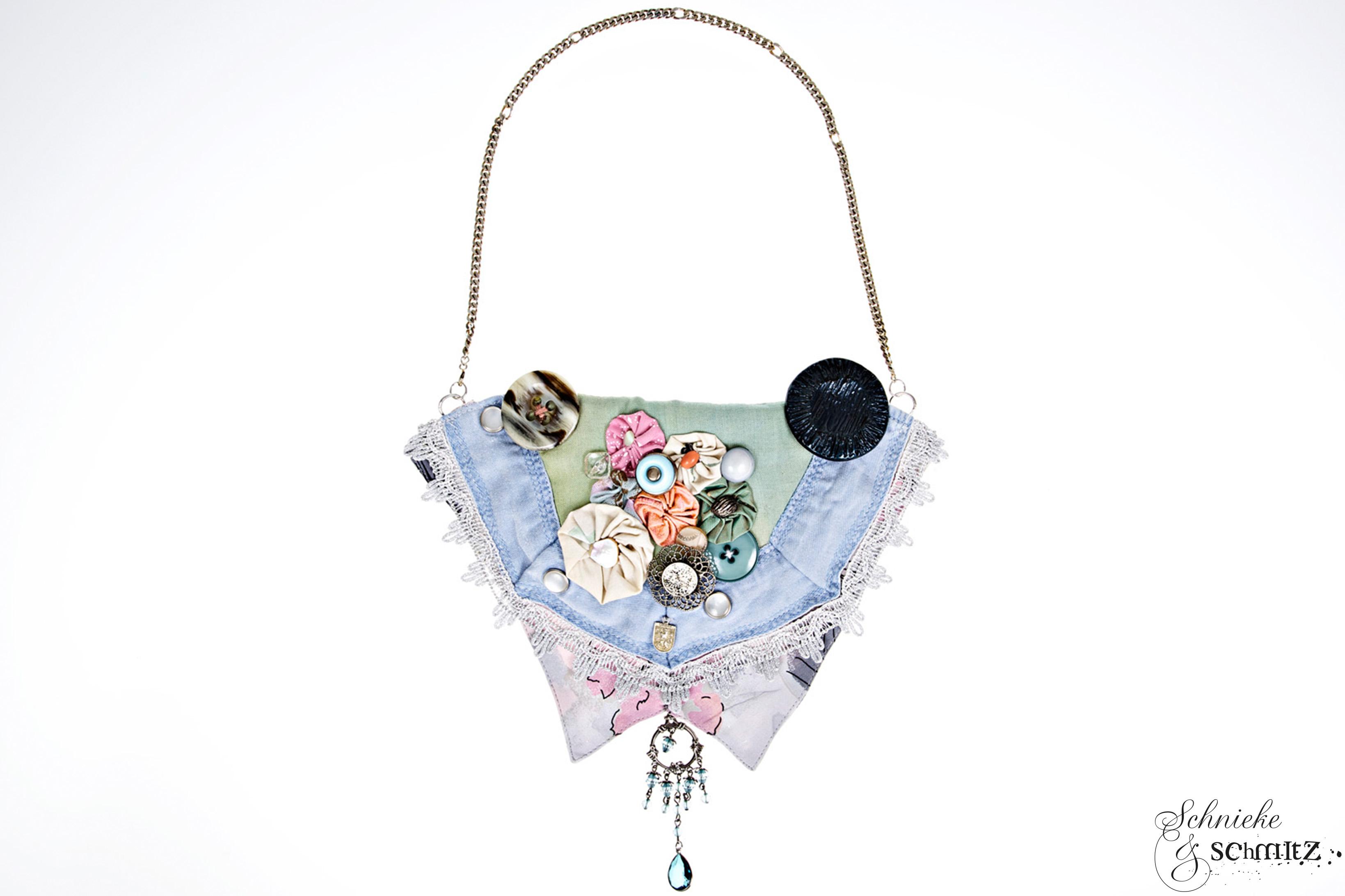 Jeans-Collier Unikat pastell, handgefertigt und mit verschiedenen Stoffblüten und Vintageknöpfen verziert