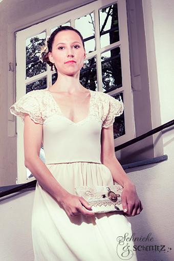 Handgefertigtes Brautkleid mit Spitze klassisch Frontansicht