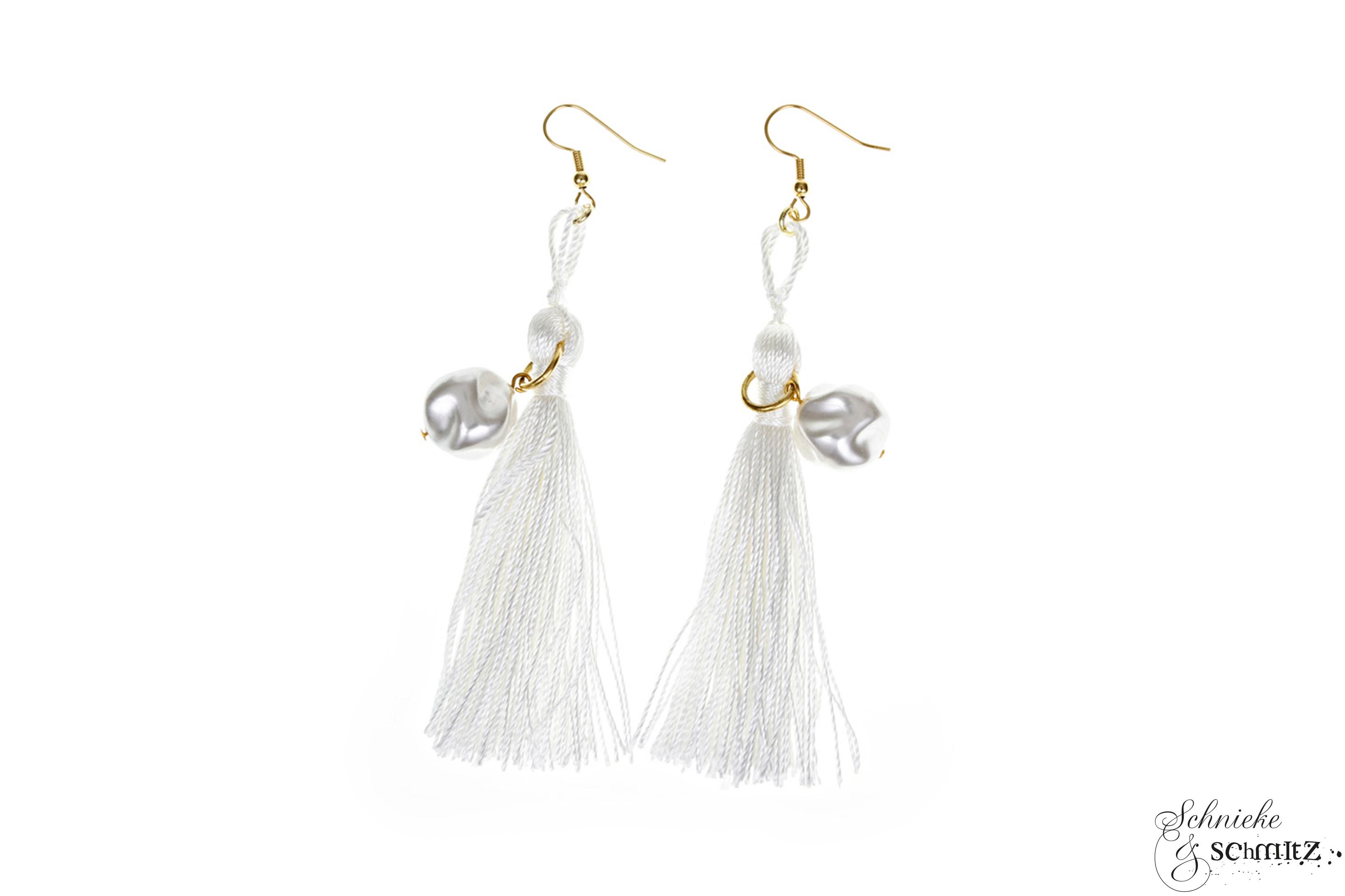 Weiße Quastenohrringe, mit Wachs-Perlen, Unikat